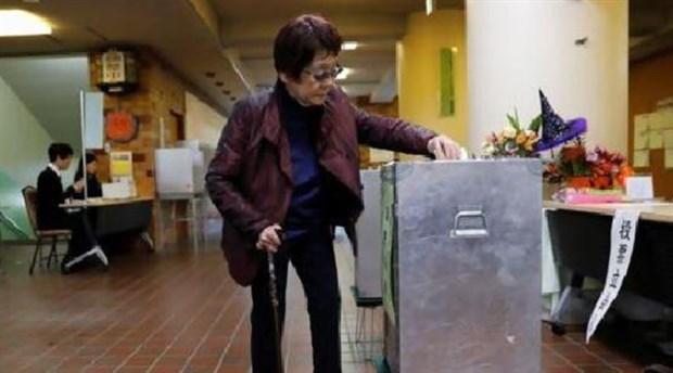 Japonya erken seçim için sandık başında