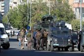 PKK'ya Türkiye'nin Diyarbakır'da finanse edilmesi için güvenlik güçleri araç onarım şirketi tutuklandı