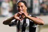 Ronaldinho Resmen Emekli