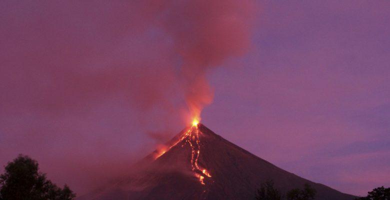 Yanardağın patlaması turizmin canlanmasını sağlıyor