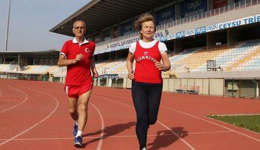 Rekor kıran Türk çift 52 yıldır sevgiyle koşuyor