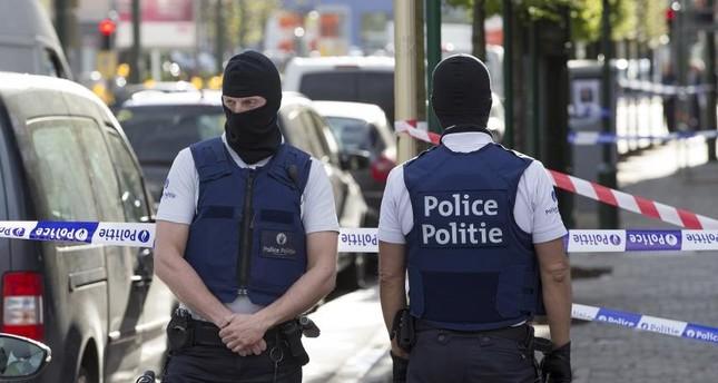 Belçika Polisi Elleri Tetikte Bekliyor