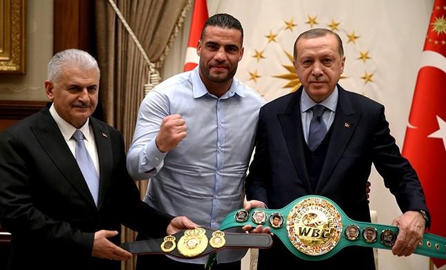 Erdoğan Dünya Boks Şampiyonu ile Bir Araya Geldi