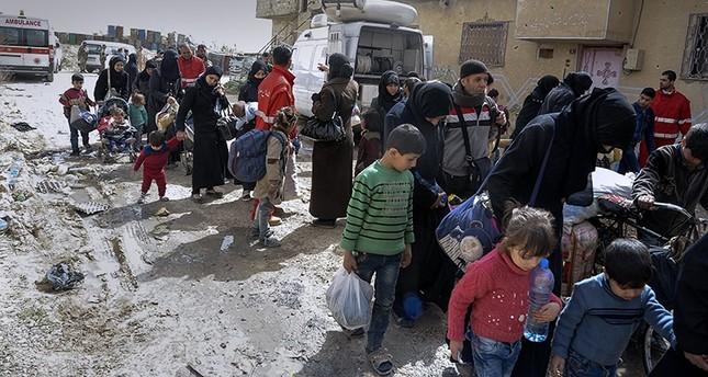 Rejim kontrolü genişledikçe, muhalefet Suriye'nin doğudaki Ghoutayı terk etti