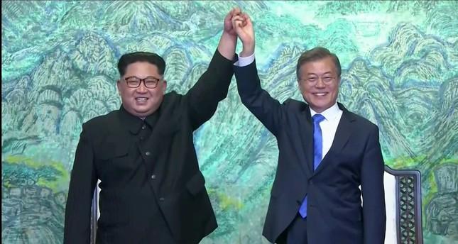 Güney, Kuzey Kore liderleri yaklaşık 70 yıllık savaşa kalıcı bir son veriyorlar