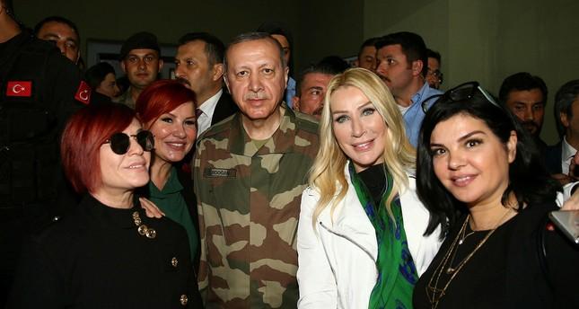 Ünlüler Afrin operasyonunu desteklemek için Hatay'da askerlerle buluştu