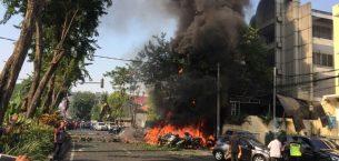 Endonezya'nın Surabaya karakollarında polis karakoluna bombalı saldırı 10 Ölü