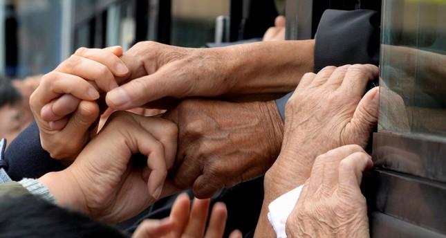 Kuzey, Güney Kore, savaşa ayrılmış aileler için geçici toplantılar düzenledi