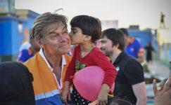 Dr. Öz, Suriye'nin Azaz'ındaki çocuklara yardım ediyor