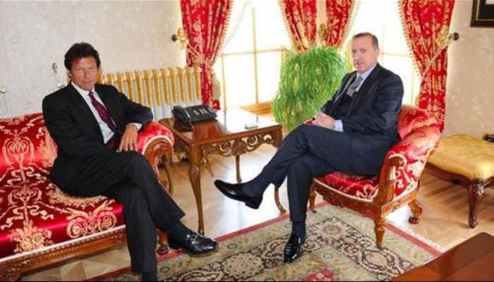 Pakistanlı Imran Han, Erdoğan ve Türkiye halkına destek verdi