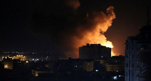 İsrail Gazze'yi vurdu, Hamas'ı roket saldırılarında hedef aldı