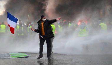 Fransız protestocular, yakıt vergisi öfkesinden öfkeli polisle çatıştılar