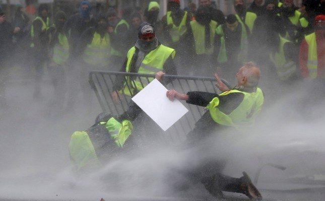 'Sarı ceket' protestocuları Brüksel'deki Belçika polisi ile çatıştı
