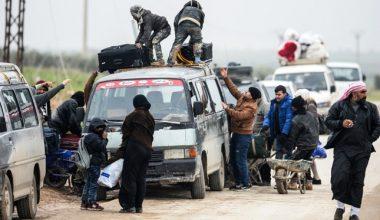 YPG, yerlileri Manbij'den terk etmelerini yasaklayarak Türkiye'ye karşı savaşmaya zorluyor