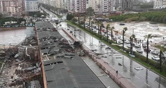 Antalya'da Tornado 1 ölü, 1 kayıp, 10 yaralı kaldı